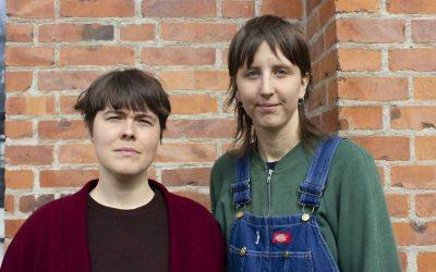 Konstnärerna Ingela Ihrman (vänster) och Frida Peterson
